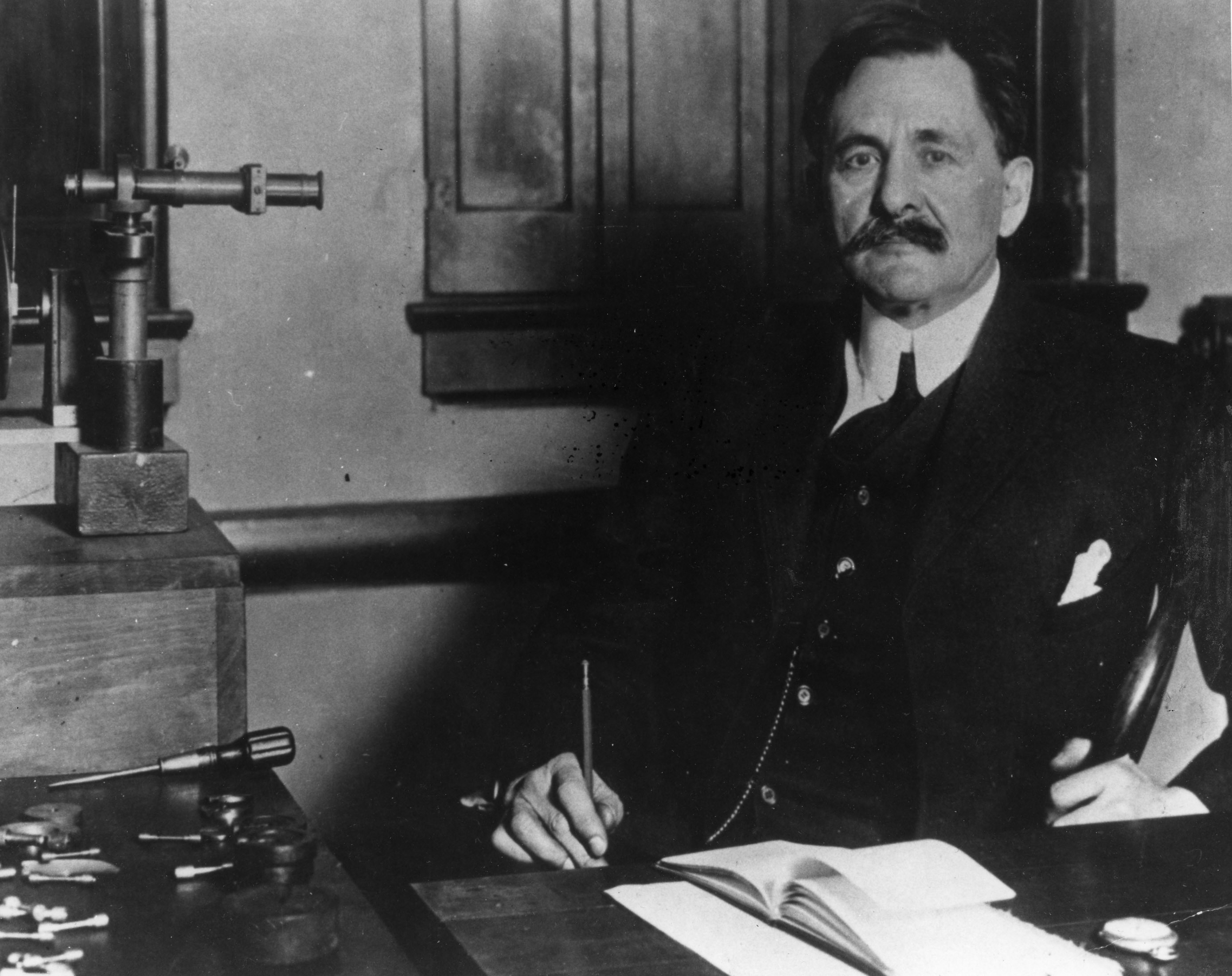 First Science Nobel Awarded to American 100 Years Ago