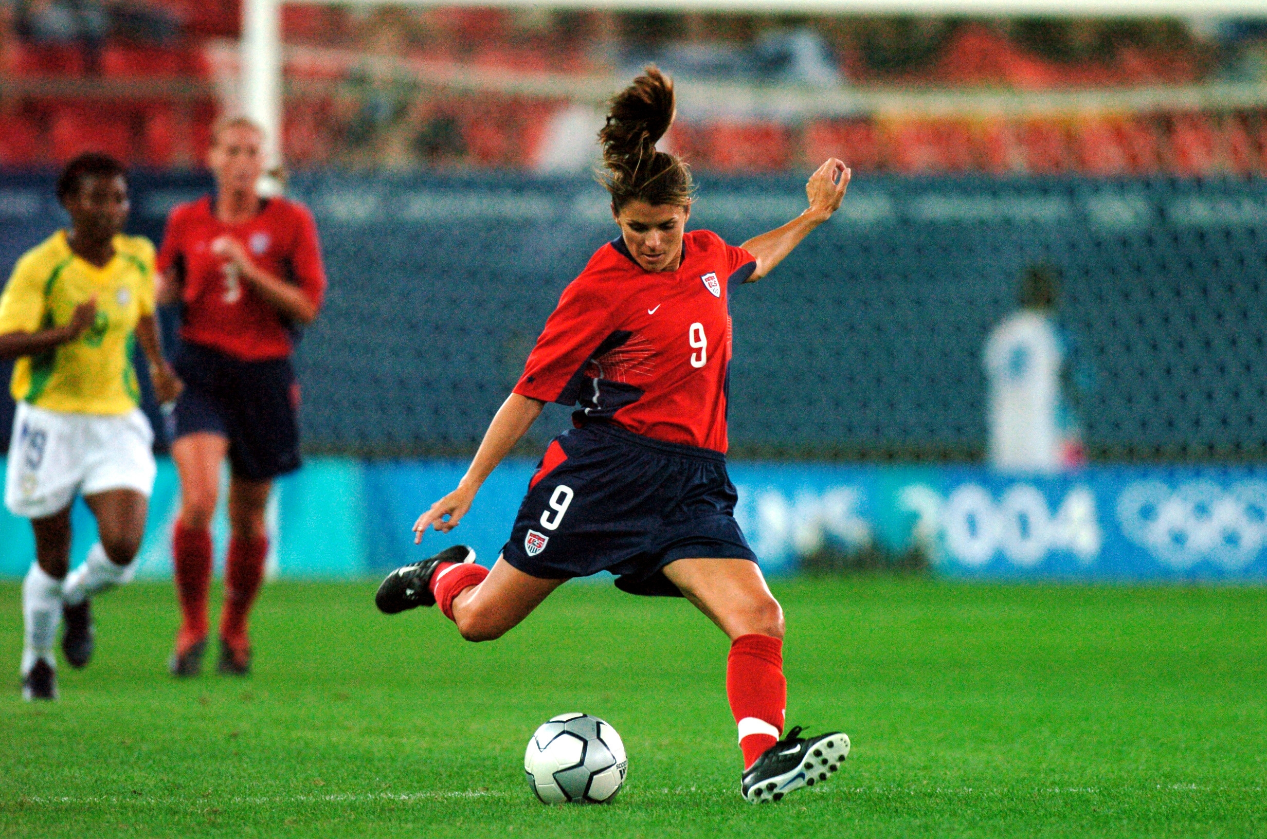 Soccer Star And Mom Mia Hamm Teams Up With Swhr To Tell Women About The Quot Big 3 Nutrients