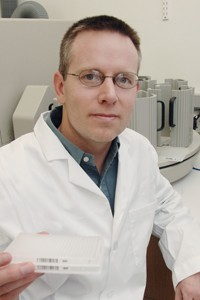 Dr. Steven Kliewer, professor of molecular biology and pharmacology, helped investigate a specific hormone that enables starving mice to alter their metabolism and