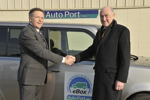 David Weir, right, director of the University of Delaware's Office of Economic Innovation and Partnerships (OEIP) shakes hands with Dick Johnson, director of business development at AutoPort, Inc. The company is the first licensee of UD's vehicle-to-grid (V2G) technology.