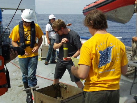 Newswise: Researchers on NOAA Mission Alter Course to Collect Sediment and Water Samples Near Deepwater Horizon Spill