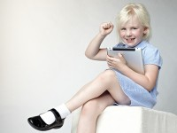 Newswise: Ho, Ho, No! Why iPads And iPhones Are Not Kids' Toys