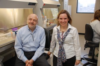 Drs. Diaz-Meco and Moscat in their lab