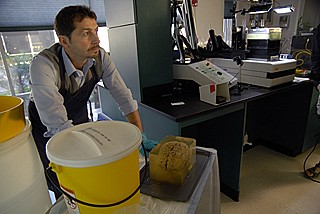 Jacopo Annese prepares H.M.'s brain, preserved in gelatin, for freezing and subsequent cutting into 2,401 thin tissue slices.