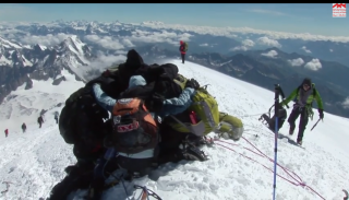 Four Jewish and four Arab students from the University of Haifa team up to conquer Mont Blanc in the Swiss Alps, embarking together on a challenging journey...