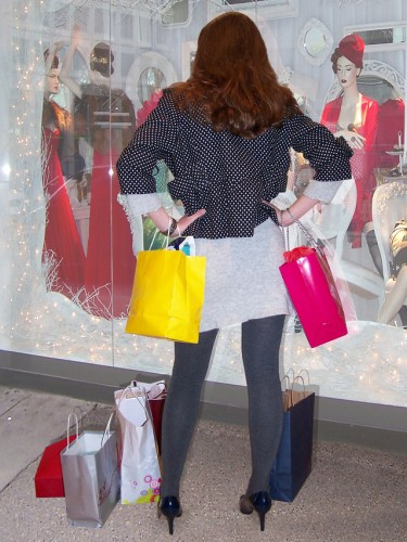 Newswise: From Gifts to Food: Shop for the Holidays Without Blowing Your Budget
