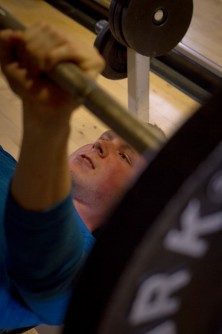 Newswise: Pumping Iron: Lighter Weights Just as Effective as Heavier Weights to Gain Muscle, Build Strength: Research