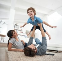 Newswise: Pleasant Family Leisure at Home May Satisfy Families More than Fun Together Elsewhere,  Study Finds