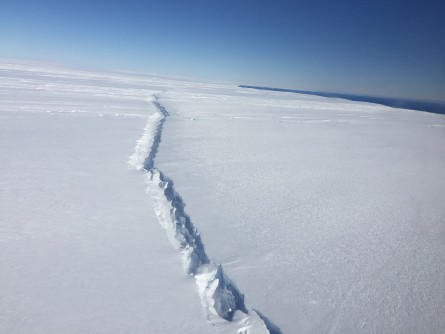 Newswise: West Antarctic Ice Shelf Breaking Up From the Inside Out