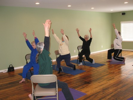 Newswise: First Study to Show Chair Yoga as Effective Alternative Treatment for Osteoarthritis