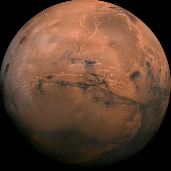 SEAS researchers suggest that early Mars may have been warmed intermittently by a powerful greenhouse effect, possibly explaining water on the planet's surface billions of years ago.