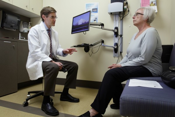 Eric Stecker, M.D., M.P.H. talks with Portland, Ore. resident Diane Volk-Reeves.