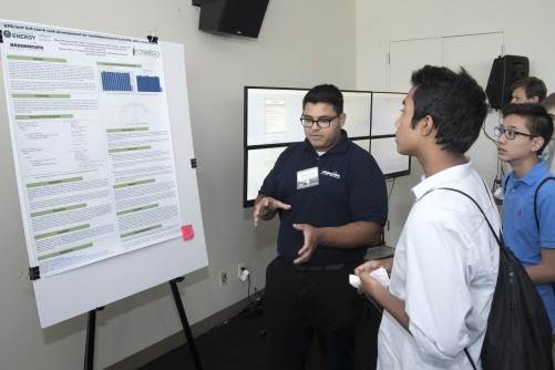 Miguel Rodriguez—a SULI program intern sponsored by the DOE Office of Science's WDTS—presents his research on scientific data visualization to fellow interns at the 2017 New York Scientific Data Summit. Rodriguez will graduate from the State University of New York at Oswego in 2018 with a degree in computer science.