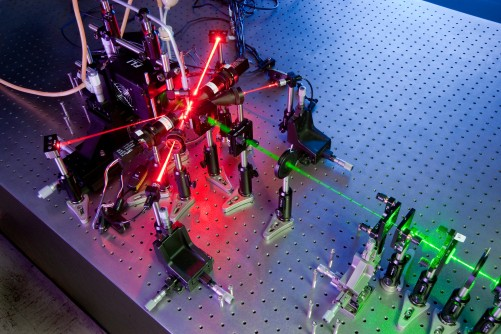 Newswise: Researchers Identify Free-Flowing Aerosol Particles Using Holograms, Lasers