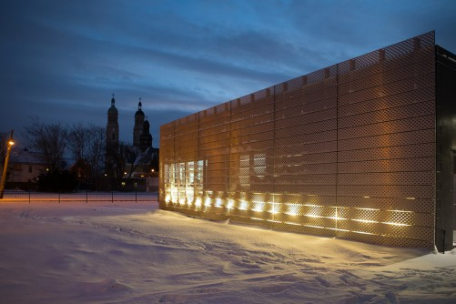 Newswise: Buffalo Architect Manipulates Metal and Light to Create a Curious Cube