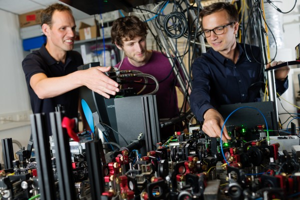 Researchers from Qutech working on quantum network (from left to right: prof. Ronald Hanson, dr. Peter Humphreys and dr. Norbert Kalb)