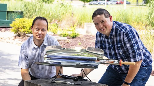 From left, Radu Custelcean and Neil Williams of Oak Ridge National Laboratory used a solar-powered oven to generate mild temperatures that liberate carbon dioxide trapped in guanidine carbonate crystals in an energy-sustainable way.
