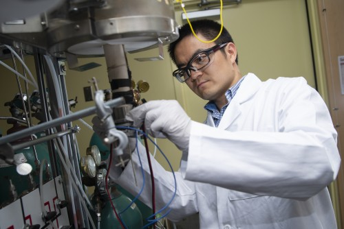 Postdoctoral researcher Yu Chen sets up the new fuel cell in a unit used to test it in Meilin Liu's lab at Georgia Tech.