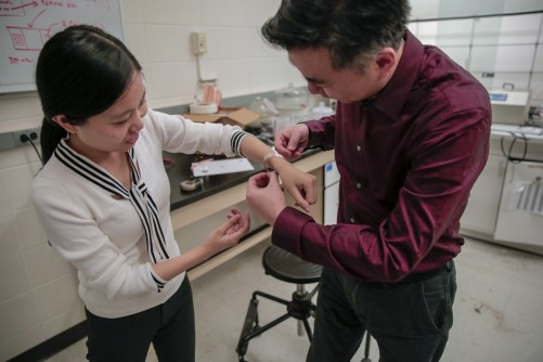 Newswise: It's not a shock: Better bandage promotes powerful healing